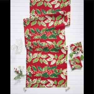 "18x90"" Holly Tablerunner"